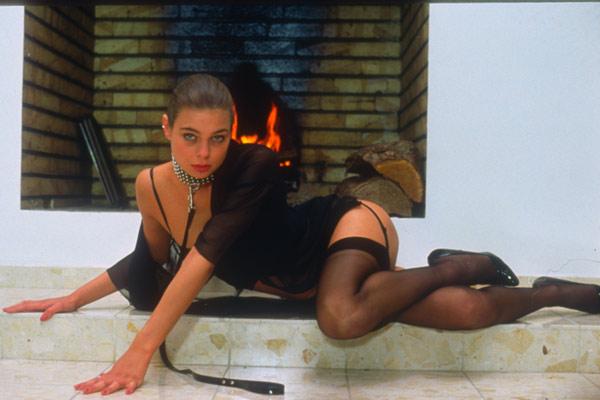 "Zara Whites en ""Rêves de cuir"" (Francis Leroi, 1992)."