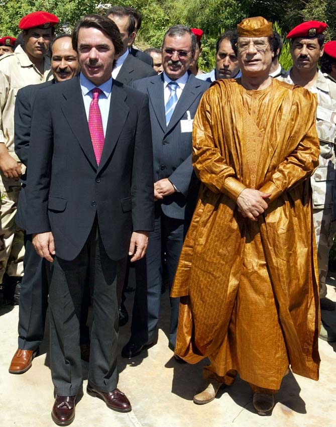 Spain''s Prime Minister Jose Maria Aznar stands with Libyan leader Colonel Muammar Gaddafi in the Bab Al Aziziya compound in Tripoli on September 18, 2003. The groundbreaking visit is the first by a western leader to Libya since the recent lifting of several years of sanctions on the north-African country. REUTERS/Desmond Boylan LIBYA SPAIN