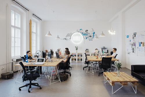 El salario medio de los espa oles cae por debajo de los euros brutos al mes diario16 for Decoracion de oficinas creativas